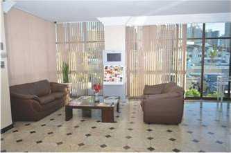 Area aconchegante com sofas, jornais, ar condicionado e recepçao com atendeimento 24hs.