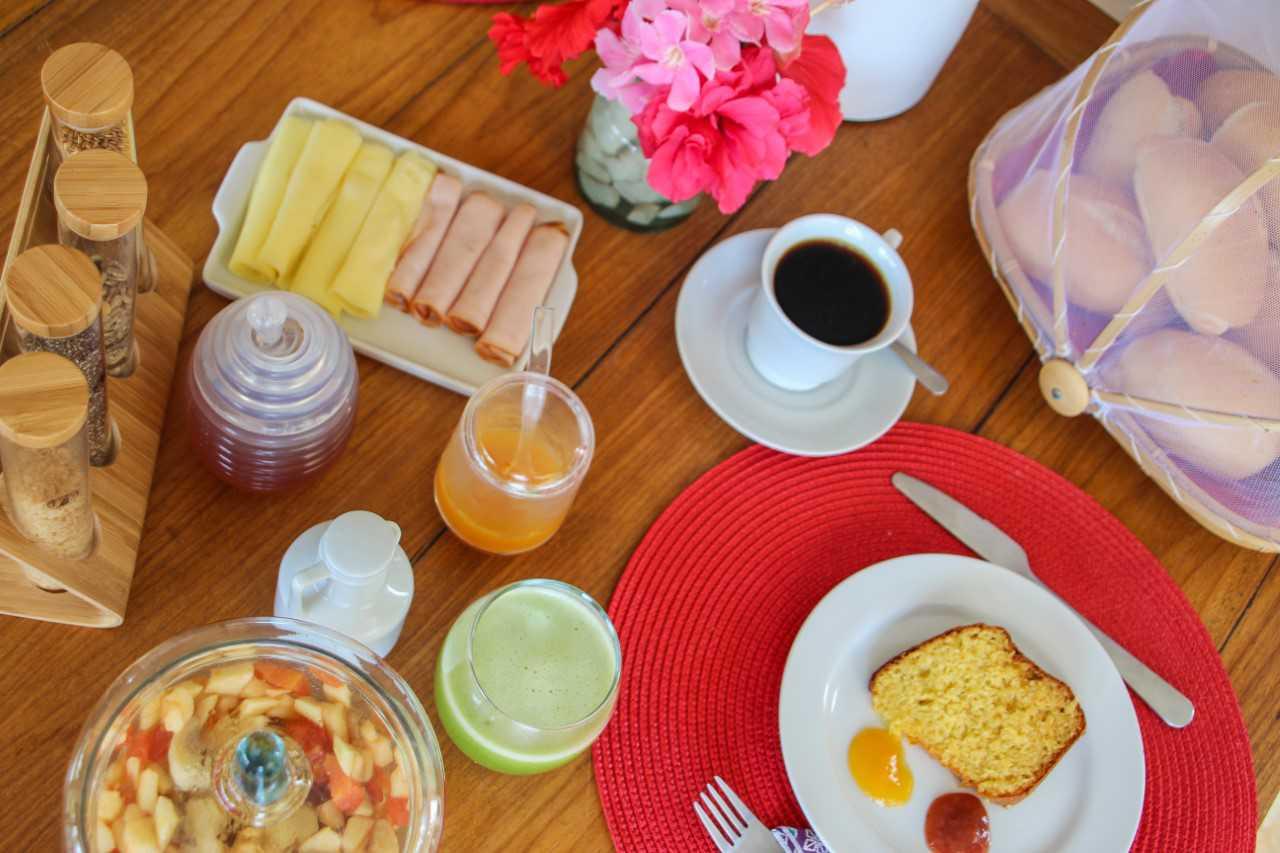 Uhumm tudo muito natural e com carinho no nosso café da manhã