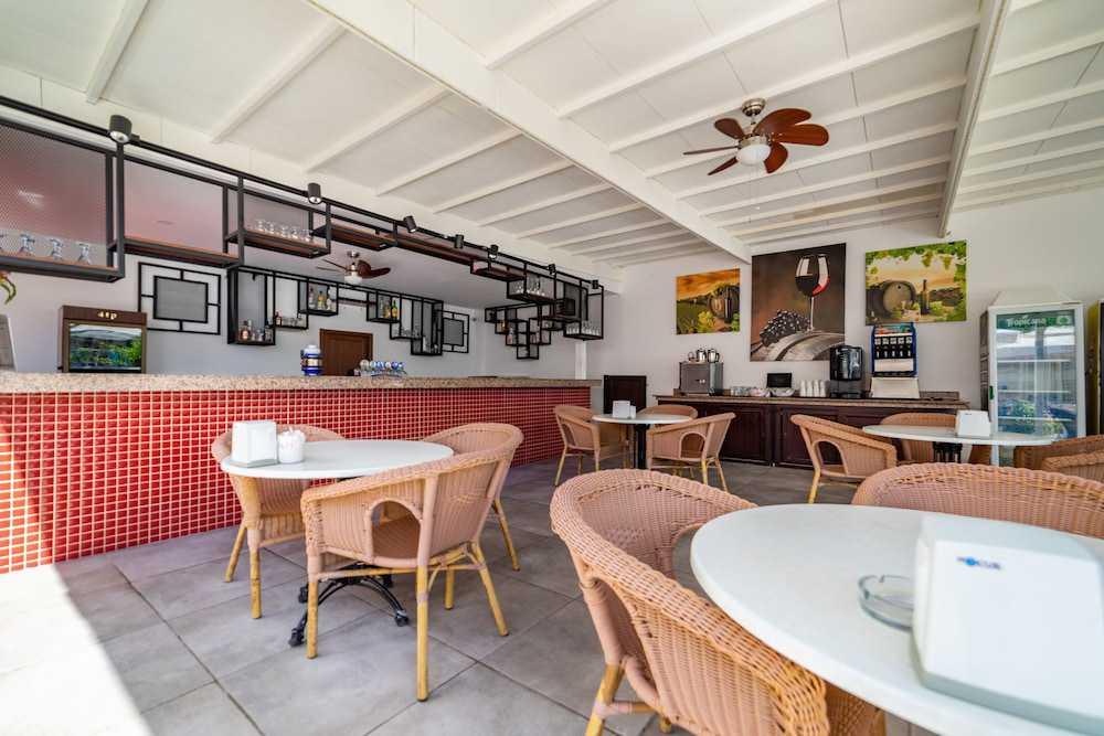 Bar à Beira da Piscina